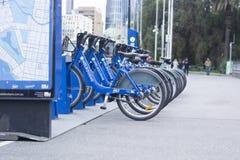 骑自行车份额,城市自行车聘用 图库摄影
