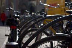 骑自行车停车 小组自行车 出租对象在城市 免版税图库摄影