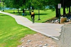骑自行车公园 图库摄影