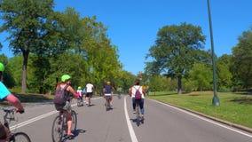 骑自行车在中央公园的Vlog 股票录像