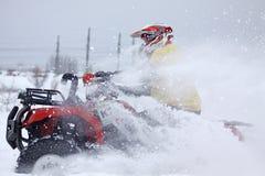 骑自行车在四元组乘驾s雪跟踪的驱动& 图库摄影