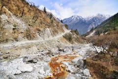 骑自行车在尼泊尔的山 库存照片