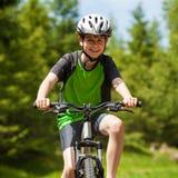 活跃人骑自行车 库存照片