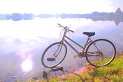 骑自行车在生活,自行车早晨 免版税图库摄影