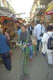 骑自行车在食物和鱼市上在美好的传统fischerm 图库摄影