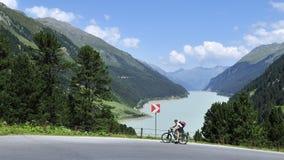 骑自行车在Kaunertal,提洛尔,奥地利 免版税库存照片