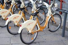 骑自行车城市米兰 免版税库存图片