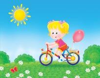 骑自行车女孩放牧她的骑马 库存照片