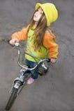 骑自行车女孩 免版税库存照片