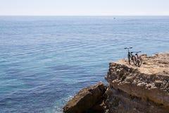 骑自行车山海运 库存照片