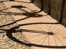 骑自行车影子 库存照片