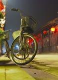 骑自行车瓷村庄 免版税库存图片
