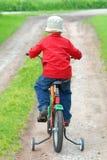 骑自行车男孩他的 库存照片