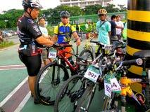 骑自行车的人为自行车乐趣乘驾聚集在marikina城市,菲律宾 免版税库存照片