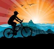 骑自行车的人剪影 向量例证