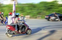 骑自行车的人发运河内 免版税库存图片