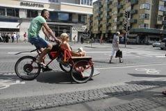 骑自行车的人在丹麦 库存图片