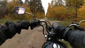 骑自行车的人在森林包括燃烧并且去 影视素材