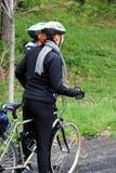 骑自行车的人夫妇 免版税库存照片