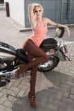 骑自行车的人女孩 免版税图库摄影