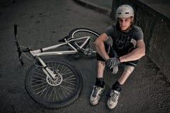 骑自行车的人极端纵向 免版税库存照片