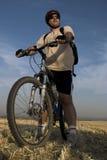 骑自行车的人纵向 免版税库存照片