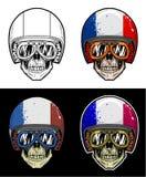 骑自行车的人头骨佩带的风镜和难看的东西法国旗子盔甲,手图画头骨 皇族释放例证