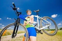 骑自行车的人 免版税库存照片