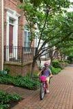 骑自行车的女孩学校 图库摄影