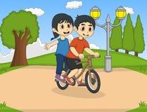 骑自行车的孩子在公园动画片 免版税库存图片