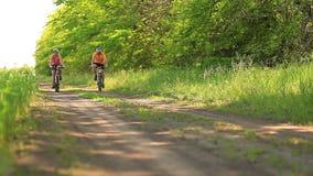 骑自行车的家庭 股票录像