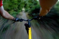 骑自行车的山 免版税库存图片