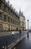 骑自行车的巴黎 库存照片