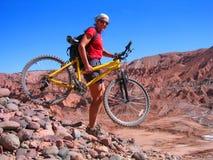 骑自行车的极其山 免版税库存图片
