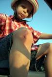 骑自行车的男孩膝盖创伤 图库摄影