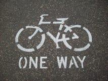 骑自行车的道路标志 免版税库存照片