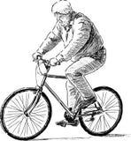 骑自行车的年长人 免版税库存图片