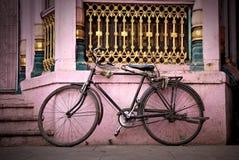 骑自行车老 免版税库存图片