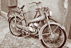骑自行车老 库存图片