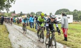 骑自行车者一条被修补的路的米哈拉Golas -环法自行车赛2014年 库存照片