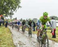 骑自行车者一条被修补的路的Maciej Bodnar -环法自行车赛201 免版税库存图片
