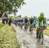 骑自行车者一条被修补的路的Maciej Bodnar -环法自行车赛201 图库摄影