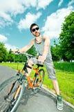 骑自行车者人年轻人 库存图片