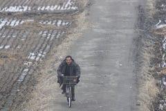 骑自行车者在北朝鲜 免版税图库摄影