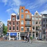 骑自行车者在历史市中心,阿姆斯特丹,荷兰 免版税图库摄影
