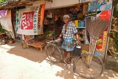 骑自行车者在斯里兰卡, 16 2017年8月 免版税图库摄影
