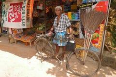 骑自行车者在斯里兰卡, 16 2017年8月 库存图片