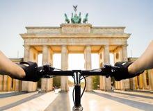 骑自行车者在柏林 免版税库存照片