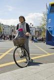 骑自行车者在都伯林 免版税库存照片