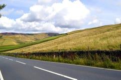 骑自行车者在Glossop,德贝郡 免版税库存照片